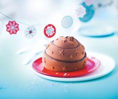Boule chocolat-caramel : Mousse au #chocolat #noir, un biscuit à la #noisette et un croustillant aux #amandes. #Picard