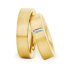 Trauringe Herrenring: Gelbgold, Breite 6,0 mm, Trauringe Damenring: Gelbgold, Breite 6,0 mm, 1 Baguette Diamant 0,15 ct. www.marrying.at