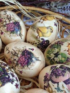 "Képtalálat a következőre: ""easter egg decoupage"" Easter Egg Crafts, Easter Eggs, Easter Decor, Spring Decoration, Easter Egg Designs, Easter Season, Diy Ostern, Egg Art, Easter Holidays"