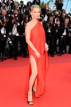 Kate Moss veste Halston no Festival de Cannes
