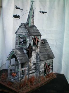 Tagged with halloween, miniatures, dollhouse; Various spooky dollhouses & miniatures for Halloween - /r/dollhouses Casa Halloween, Theme Halloween, Halloween Haunted Houses, Halloween Decorations, Halloween Witches, Happy Halloween, Vintage Halloween, Halloween Crafts, Haunted Dollhouse