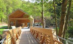 Dům přírody Moravského krasu – ŤAPKÁME.CZ Samos, Garden Bridge, Pergola, Outdoor Structures, Cabin, House Styles, Outdoor Decor, Home Decor, Tourism
