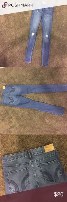 Hollister high rise distressed jeans 💗 In perfect condition. Worn a few times but no signs of wear at all! Make an offer 💕 Hollister Jeans Skinny
