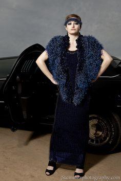 J-na Couture Velvet Wrap with feather trim. Abrigo de estilo Hollywood con plumaje j-na couture 201