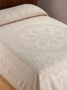 This classic hobnail cotton bedspread adds some Americana to your bedroom. Beauty and practically blend in our cotton Bates bedspread with pine tree design. Bedspreads Comforters, Chenille Bedspread, Quilted Bedspreads, Linen Bedding, Bedding Sets, Bed Cover Design, Vintage Bedspread, Linens And Lace, Home Decor Bedroom