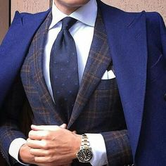 With the days of suits, shirts and office ties coming to an end, it is still possible to look smart and. Mode Chic, Mode Style, Men's Style, Sharp Dressed Man, Well Dressed Men, Suit Fashion, Mens Fashion, Fashion Trends, La Mode Masculine