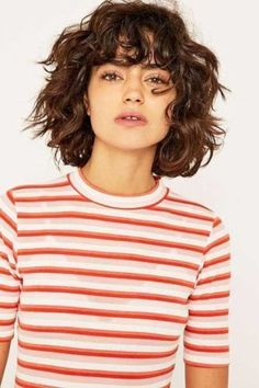 Hübsche und lockige Frisuren für Bob Hair - hair styles for short hair Curly Hair Styles, Curly Hair With Bangs, Curly Hair Cuts, Curly Bob Hairstyles, Hairstyles With Bangs, Pretty Hairstyles, Curly Bob With Fringe, Short Bob Curly Hair, Curly Hair Fringe