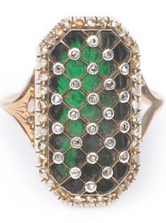 An Empire green enamel and diamond ring, France, c. 1820. 14 ct. rose gold. Topped with silver with enamel and lattice decoration, set with 62 small rose cut diamonds.