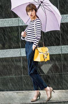 【毎日コーデ】雨の日でも気分が沈まない!晴雨兼用パンプスがとにかく使えるコーデ
