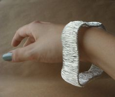 Upcycling: d.i.y. Plastic Bottle and Wire Bangle