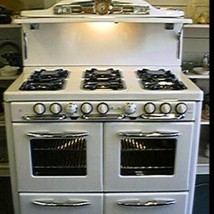 Vintage stove. I'd trade my 1951 Frigidaire stove in a minute for this!