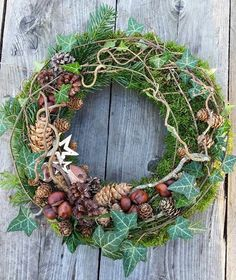 Winterkranz Dekoration - Soon Cobb Christmas Candle Decorations, Christmas Flowers, Christmas Time, Christmas Wreaths, Holiday Decor, Burlap Flower Wreaths, Diy Wreath, Wreath Ideas, Welcome Wreath
