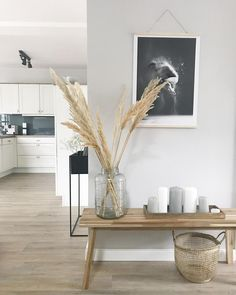 Pampasgras ist eine super Deko-Idee, die uns sommerlich an den letzten Strandurl… Pampas grass is a great decoration idea that reminds us of the last beach holiday in the summer. Discover even more home ideas on COUCHstyle up Grass Decor, Pampas Grass, Scandinavian Style, Interior Inspiration, Living Room Decor, Home And Garden, House Design, Interior Design, Furniture
