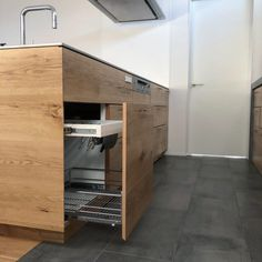 「シンプルの中に上質さを」夫婦で拘り抜いたおうちづくり。_______n.t.kさんのご自宅を探索!(前編) | ムクリ[mukuri] Kitchen Interior, House Plans, Woodworking, Kitchen Appliances, House Design, Cabinet, Architecture, Storage, Room