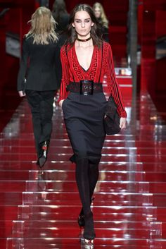 Versace Fall 2015 Ready-to-Wear - Collection - Gallery - Style.com http://www.style.com/slideshows/fashion-shows/fall-2015-ready-to-wear/versace/collection/5