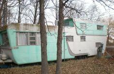 Vintage Caravans, Vintage Travel Trailers, Vintage Campers, Tin Can Tourist, Little Campers, Camper Caravan, Astro Turf, Mobile Homes, Glamping