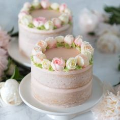 vanilla naked cake with strawberry buttercream topped with buttercream roses Pretty Cakes, Cute Cakes, Beautiful Cakes, Bolo Floral, Floral Cake, Rosas Buttercream, Strawberry Buttercream, Mini Cakes, Cupcake Cakes
