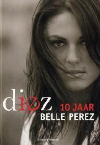 DIEZ - BELLE PEREZ - 9789002223778 - . Belle Perez staat tien jaar op de planken. In Diez (Spaans voor tien) blikt de latinodiva uit Limburg terug op haar succesvolle carrière. Die begon met haar deelname aan Eurosong met een nummer waarin ze zichzelf voorstelt aan de wereld: 'Hello world, this is me. Life should be fun for everyone.' Het aanstekelijke lied haalde niet alleen een mooie plaats in de preselecties.... BESTELLEN BIJ TOPBOOKS OF VERDER LEZEN? KLIK OP BOVENSTAANDE FOTO…