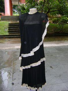 CLODOVIL MEMÓRIA BRASIL: CLODOVIL, CONTATOS COUTURE. Vestido com pelerine, ambos negros.