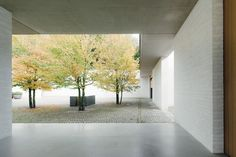 David Chipperfield Architects, Fayland House, Buckinghamshire, Great Britain. View from the covered passageway toward the treed main court