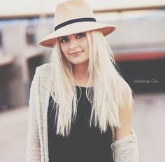 Aspen Ferris She is married to Parker Ferris her maiden name is Aspen Ovard. Her sister Is Avrey Ovard. Aspen is literally the cutest most creative youtuber I really enjoy watching her videos. So if you already haven't subscribe to her you should go to youtube right now type in her name and go do it!
