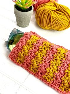In this week's installment of Ask Me Monday, Vickie Howell shows how to crochet the Lemon Peel Stitch, plus offers a free pattern for a sunglass case. Crochet Mitts, Tunisian Crochet, Easy Crochet, Crochet Granny, Loom Knitting Patterns, Free Knitting, Knitting Tutorials, Hat Patterns, Stitch Patterns