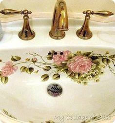 Tea For Two at Camellia Rose Tea Cottage Shabby Vintage, Baños Shabby Chic, Rose Cottage, Cottage Style, Deco Retro, Beautiful Bathrooms, Unusual Bathrooms, Pink Bathrooms, Bathroom Sinks