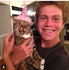 My friend and his cat Nikita on her birthday Adorable I Love Cats, Crazy Cats, Cute Cats, Funny Cats, Animals And Pets, Baby Animals, Funny Animals, Cute Animals, Girls Best Friend