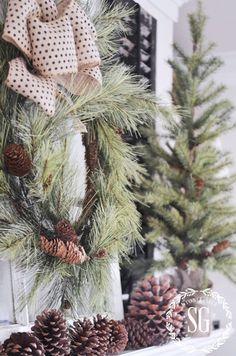FARMHOUSE CHRISTMAS MANTEL - StoneGable