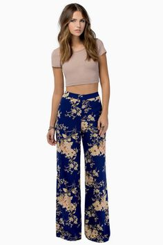 High waisted wide legged trousers I love hippie style x Look Fashion, Fashion Outfits, Fashion Women, Winter Fashion, Plazzo Pants, Cute Outfits, Casual Outfits, Couture, Casual Looks