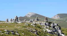 Stone cairns, Font d'Urle, Drôme, Rhône-Alpes, France   Photo by Ayuna Skol Ofenstrü (September 2013)