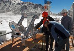 Un nuevo instrumento, acoplado al telescopio de 12 metros APEX (Atacama Pathfinder Experiment), instalado a 5.000 metros sobre el nivel del mar, en la Cordillera de los Andes (Chile), está abriendo una ventana a un universo previamente inexplorado. SEPIA (siglas de Swedish–ESO PI receiver for APEX ) detecta las débiles señales del agua y de otras moléculas dentro de la Vía Láctea, en otras galaxias cercanas y en el universo temprano.