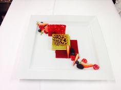 Craquant aux fruits rouges, créme brûlée à la pistache de Sicile