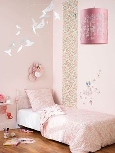 Violets nature and baby rooms on pinterest - Peinture rose chambre fille ...