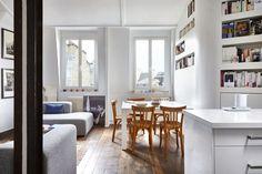 """Quand Mireille et Louis visitent ce lieu pour la première fois c'est un espace cloisonné et bas de plafond. Mais il est au situé au dernier étage de l'immeuble avec des combles qui semblent accessibles et des murs pas trop épais, """"on doit pouvoir en faire quelque chose"""" se disent-ils.La démolition leur donne raison et laisse place à un vaste plateau très lumineux avec une belle hauteur sous plafond sur lequel ils dessinent leur appartement. L'essentiel de l'espace est consacré au séjour qui… Loft, Couch, Furniture, Quelque Chose, Home Decor, Deco Design, Impression, Marie Claire, Walls"""