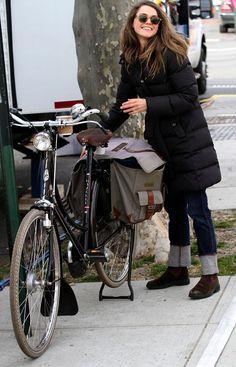 Keri Russell, classic bike style. Image via Celebrity-gossip.net