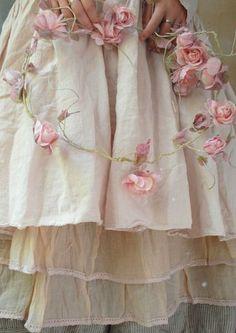 / vintage look flowers / little pink roses /
