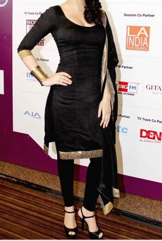 Black and Gold Salwar Kameez Punjabi Fashion, India Fashion, Bollywood Fashion, Ethnic Fashion, Asian Fashion, Bollywood Style, Style Fashion, Pakistani Dresses, Indian Dresses