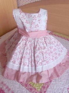 Vestido de niña estampado en blanco y rosa, Toddler Girl Style, Toddler Fashion, Kids Fashion, Frock Patterns, Baby Girl Dress Patterns, Frocks For Girls, Kids Frocks, Baby Girl Party Dresses, Baby Dress