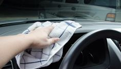 How To Keep The Inside of Your Car {relatively} Clean Year-Round Cleaning oven glass doesn't have to be a big chore, I've got a simple secret that will make your dirty oven glass look new again! Cleaning Car Windows, House Cleaning Tips, Diy Cleaning Products, Cleaning Hacks, Car Cleaning, Cleaning Blinds, Toilet Cleaning, Cleaning Solutions, Spring Cleaning