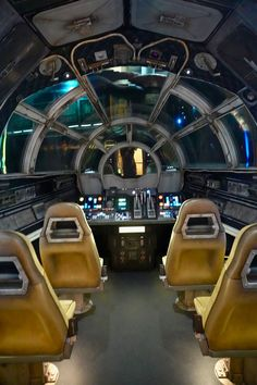 So after zipping through the galaxy on Smugglers Run I am sharing what you can expect on Millennium Falcon: Smugglers Run ride in Star Wars Galaxy's Edge. Star Wars Room, Star Wars Art, Star Wars Wallpaper, Galaxy Wallpaper, Millenium Falcon, Star Wars Pictures, Disney World Trip, Disney Parks, Disney Aesthetic