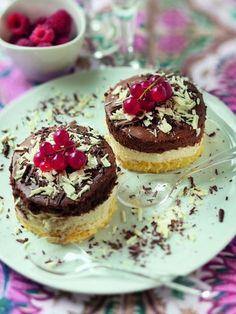 Bavarois au chocolat noir et au chocolat blanc : Recette de Bavarois au chocolat noir et au chocolat blanc - Marmiton