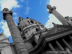 DIE KARLSKIRCHE ERSTRAHLT | Nun wahrlich - hier erstrahlt nicht die Karlskirche, sondern der Himmel. Wer nun nach einem weißen Gebäude Ausschau hält, wird die Karlskirche so nicht finden und ist besser beraten, mittels Stadtplan den richtigen Ort zu finden. Vienna, Planer, Louvre, Building, Travel, Heavens, City, Places, Buildings