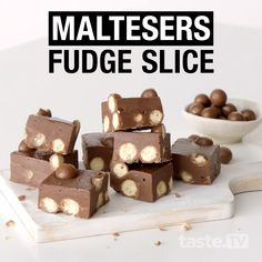 Super fudgy and moist, this easy no-bake chocolate slice needs only 4 ingredients – Maltesers, sweetened condensed milk, milk chocolate and dark chocolate. Quick Easy Desserts, Delicious Desserts, Yummy Food, Healthy Desserts, Tasty, Chocolate Slice, Maltesers Chocolate, Easy Fudge Recipe Without Condensed Milk, Fudge Recipes