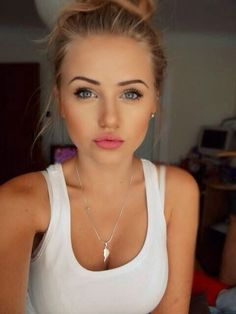 Natural Makeup 10 Makeup Tips to Cut Down Your Morning Routine - You only need to know some tricks to achieve a perfect image in a short time. Beauty Make-up, Beauty Guide, Beauty Secrets, Fashion Beauty, Beauty Hacks, Hair Beauty, Natural Beauty, Natural Face, Fashion News