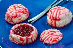 Oh so perfectly gory! How to Make Zombie Brains Jello Shots ... jelly horror Halloween food recipe #party #monster #blood #cook