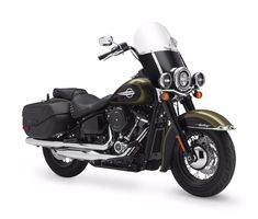 This Is The New 2018 Harley-Davidson Softail Heritage Classic 114 Harley Davidson Dyna, Harley Davidson Images, Motor Harley Davidson Cycles, Harley Davidson Street Glide, Harley Davidson Motorcycles, Harley Softail, Sportster Iron, New Motorcycles, Cars