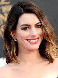 Look of the Week: Anne Hathaway's 'Bitten Lip' at the Alice Through the Looking Glass Premiere http://stylenews.people.com/style/2016/05/27/anne-hathaway-alice-through-the-looking-glass-premiere-makeup/