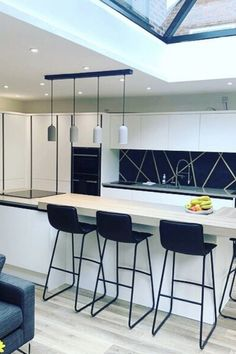 Browse our range of modern kitchens at Wren Kitchens. Our modern kitchens all come with a beautiful contemporary design - enjoy up to OFF our multi-buy offers! Wren Kitchen, Kitchen Size, Integrated Oven, Handleless Kitchen, Modern Kitchen Design, Modern Kitchens, Splashback, Kitchen Styling, Home Projects