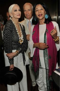 "Great style - Carmen DellOrefice (age and China Machado (age celebrate HBOs documentary ""About Face"" Carmen Dell'orefice, Francesco Scavullo, Mature Fashion, Fashion Over 50, Fashion Models, 50 And Fabulous, Richard Avedon, Aged To Perfection, Advanced Style"